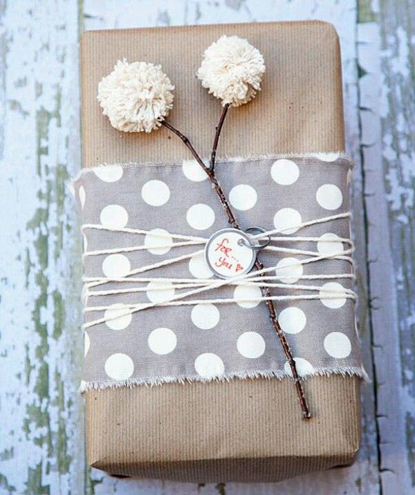 Estilo nordico para envolver tus regalos de Navidad con elementos naturales