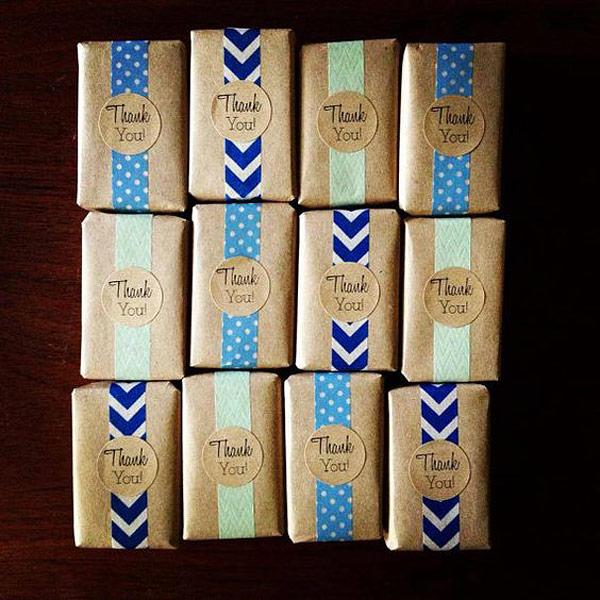 Jabone forrados con papel kraft y papel decorativo y etiqueta gracias