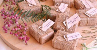 Jabones envueltos para detalles de boda