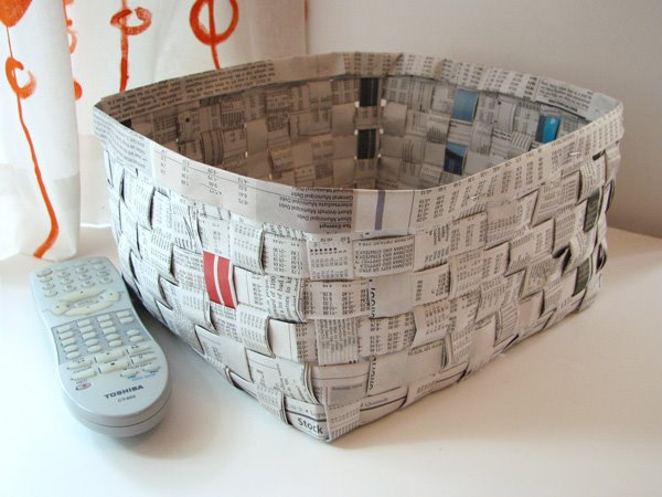 Cesta de papel de periodico