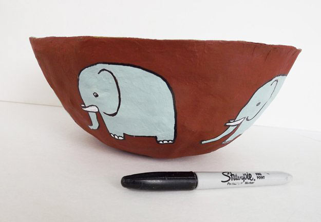 Cuenco de papel mache con elefantes: manualidades infantiles