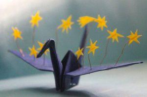 Grulla de origami con estrellas