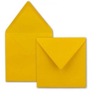Sobres cuadrados color amarillo mostaza