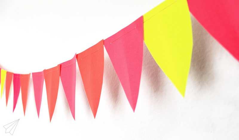 Hacer banderines papel de colores