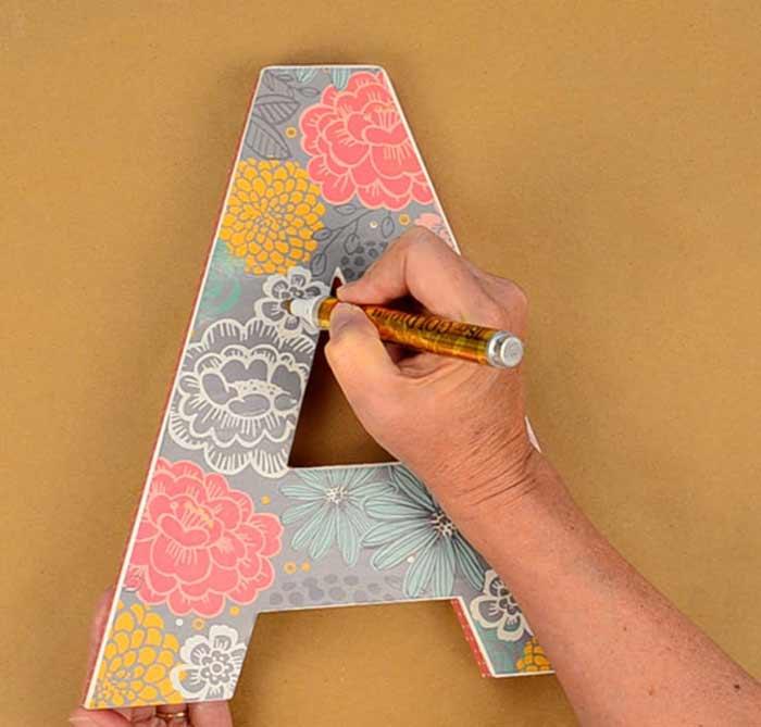 Manualidades decoupage: decorar letras de madera o cartón