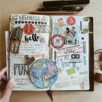 Cuaderno de viaje con pegatinas y sellos locales