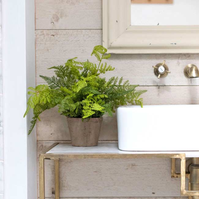 Plantas artificiales para decorar el baño