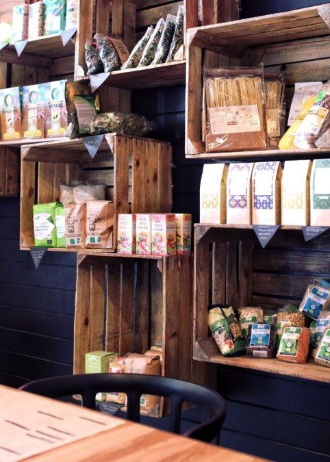 como hacer una estantería con cajas de madera para fruta